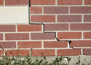 a foundation wall crack on a Lake Nebagamon home.